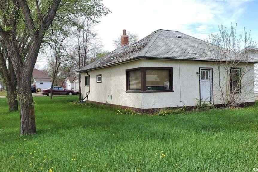 House for sale at 5460 Kings Ave Gull Lake Saskatchewan - MLS: SK808980