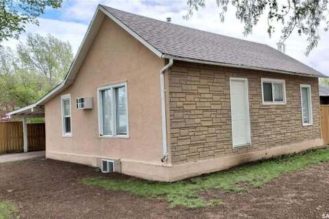 House for sale at 5475 Kings Ave Gull Lake Saskatchewan - MLS: SK799385