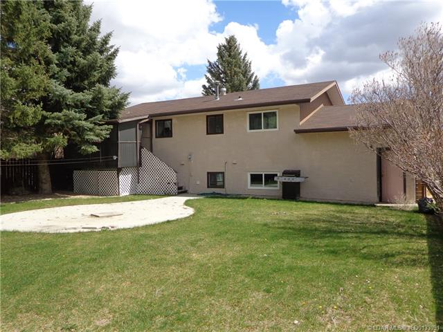 For Sale: 549 3 Street, Vauxhall, AB | 4 Bed, 2 Bath House for $214,000. See 16 photos!