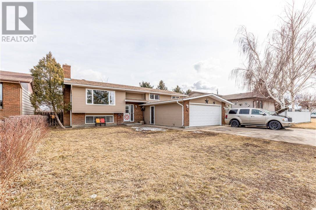 House for sale at 55 Seven Persons Cres Sw Medicine Hat Alberta - MLS: mh0191893