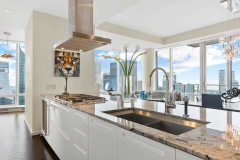 Condo for sale at 180 University Ave Unit 5508 Toronto Ontario - MLS: C4780433