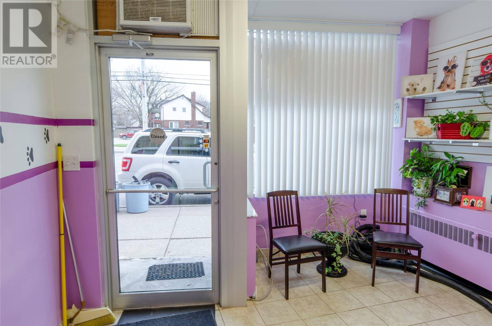5530 Wyandotte East, Windsor | Image 2