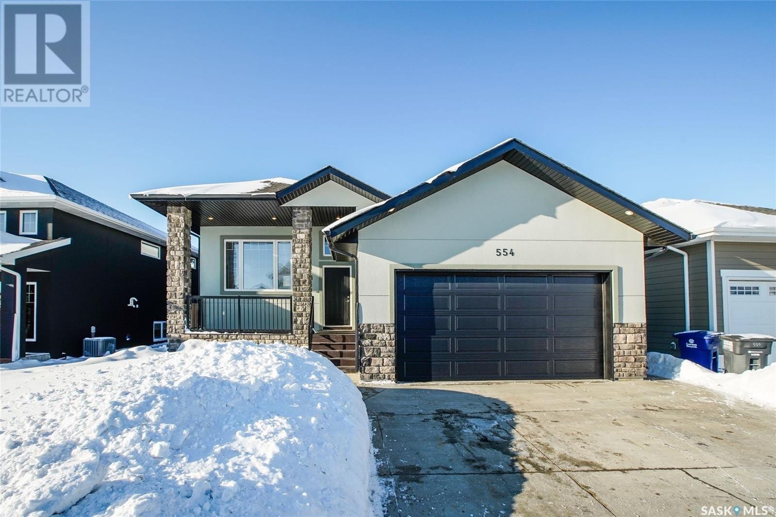 House for sale at 554 Pritchard Cres Saskatoon Saskatchewan - MLS: SK834046