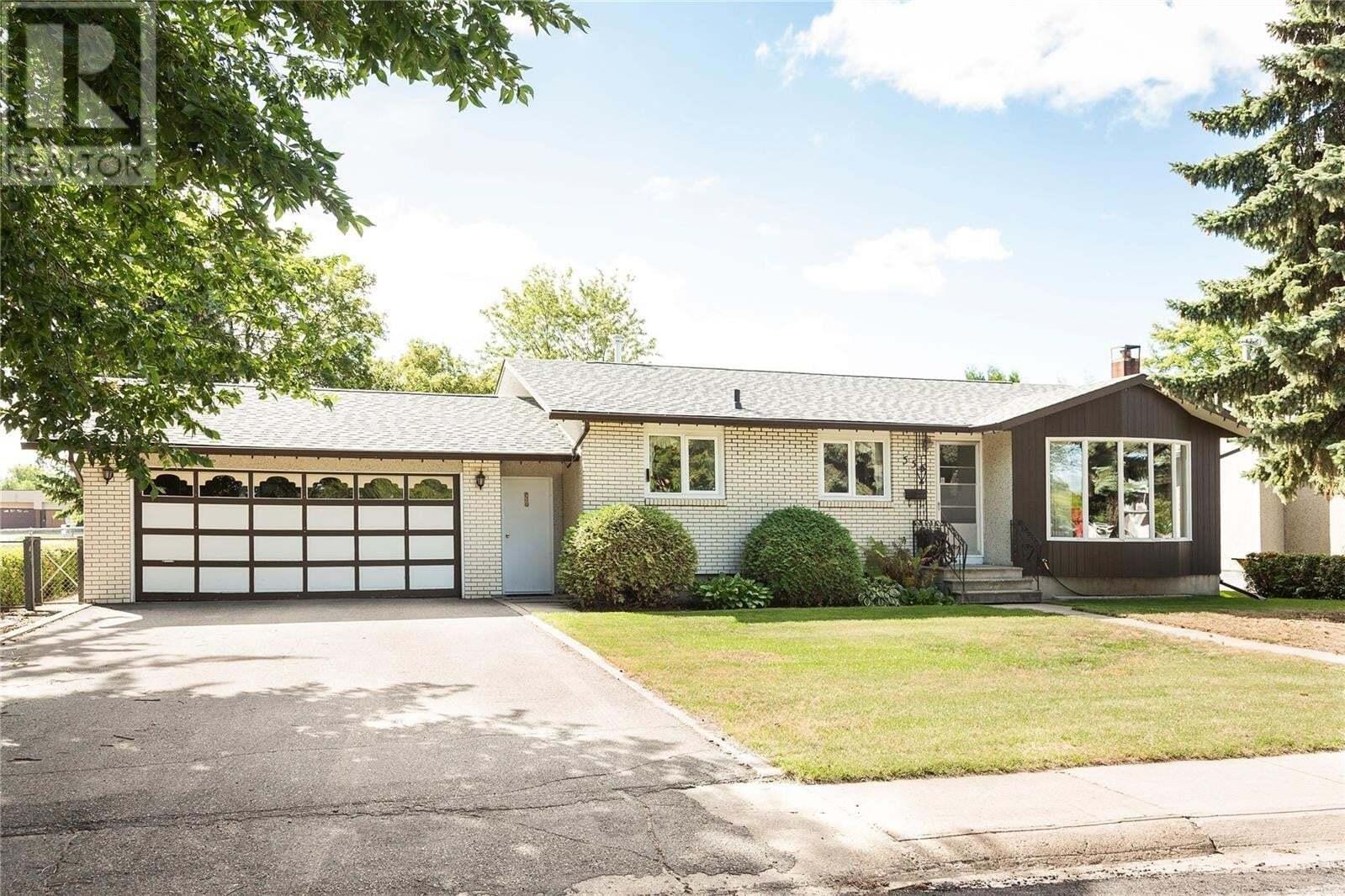 House for sale at 555 27th St W Prince Albert Saskatchewan - MLS: SK826120