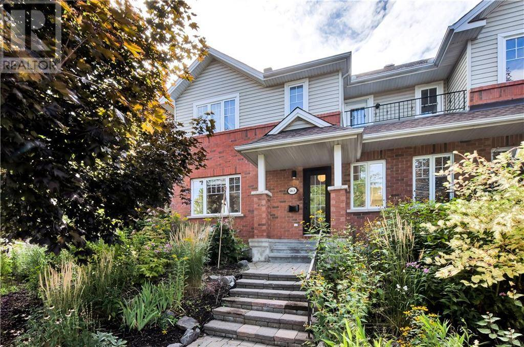 Townhouse for sale at 56 Laurel St Ottawa Ontario - MLS: 1175676
