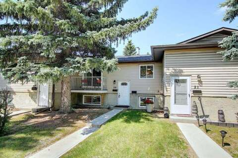 Townhouse for sale at 5601 Dalton Dr NW Calgary Alberta - MLS: A1016097