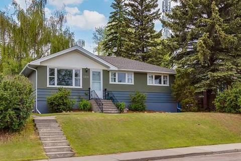 House for sale at 5611 Thorndale Pl Northwest Calgary Alberta - MLS: C4252856