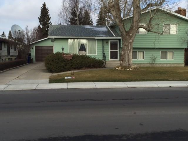 For Sale: 5614 54 Street, Olds, AB   4 Bed, 3 Bath House for $329,000. See 25 photos!