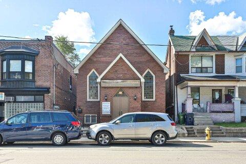House for sale at 562 Jones Ave Toronto Ontario - MLS: E4994486