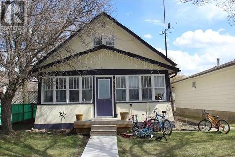 House for sale at 564 1st St W Shaunavon Saskatchewan - MLS: SK805065
