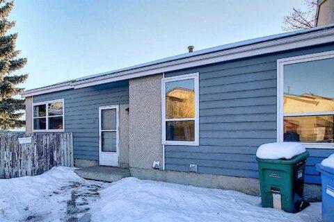 Townhouse for sale at 57 Penworth Cs SE Calgary Alberta - MLS: A1058735