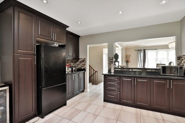 For Sale: 570 Trafford Crescent, Oakville, ON | 4 Bed, 2 Bath House for $969,000. See 20 photos!