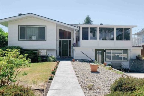 House for sale at 5755 Dolphin St Sechelt British Columbia - MLS: R2517439
