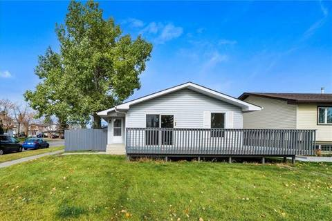 House for sale at 5802 Rundlehorn Dr Northeast Calgary Alberta - MLS: C4272331