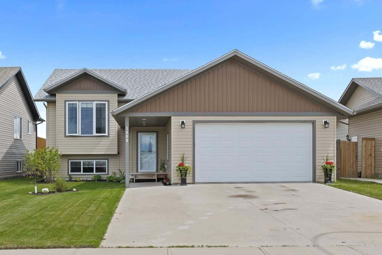 House for sale at 5809 49 St Cold Lake Alberta - MLS: E4204102