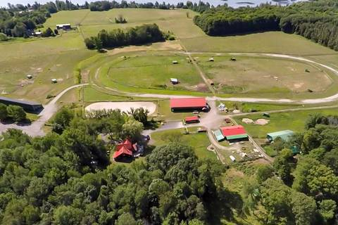 House for sale at 5868 Penetanguishene Rd Springwater Ontario - MLS: S4553411