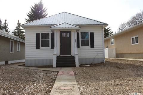 House for sale at 587 1st St E Shaunavon Saskatchewan - MLS: SK804882