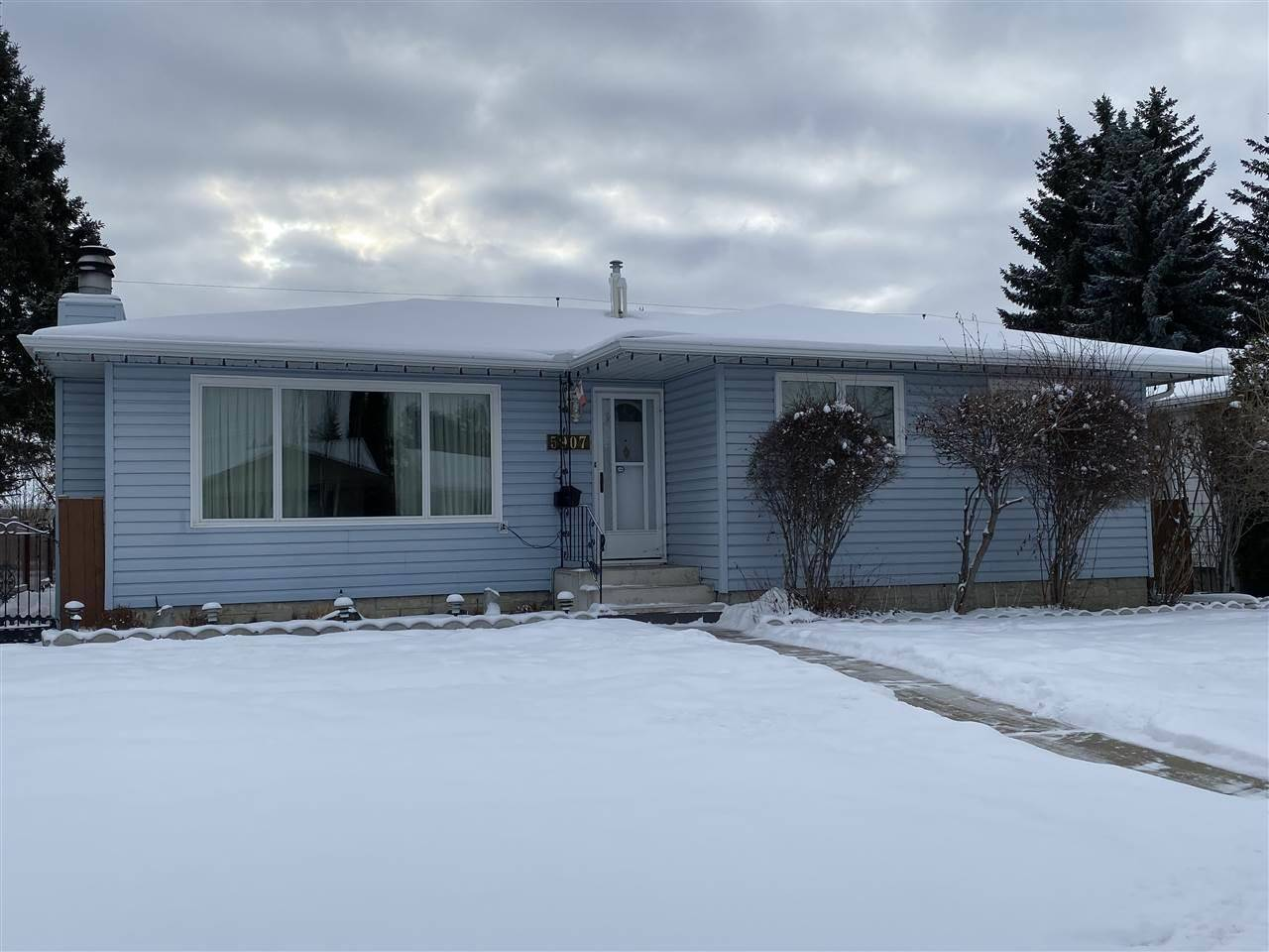 House for sale at 5907 94a Ave Nw Edmonton Alberta - MLS: E4182241