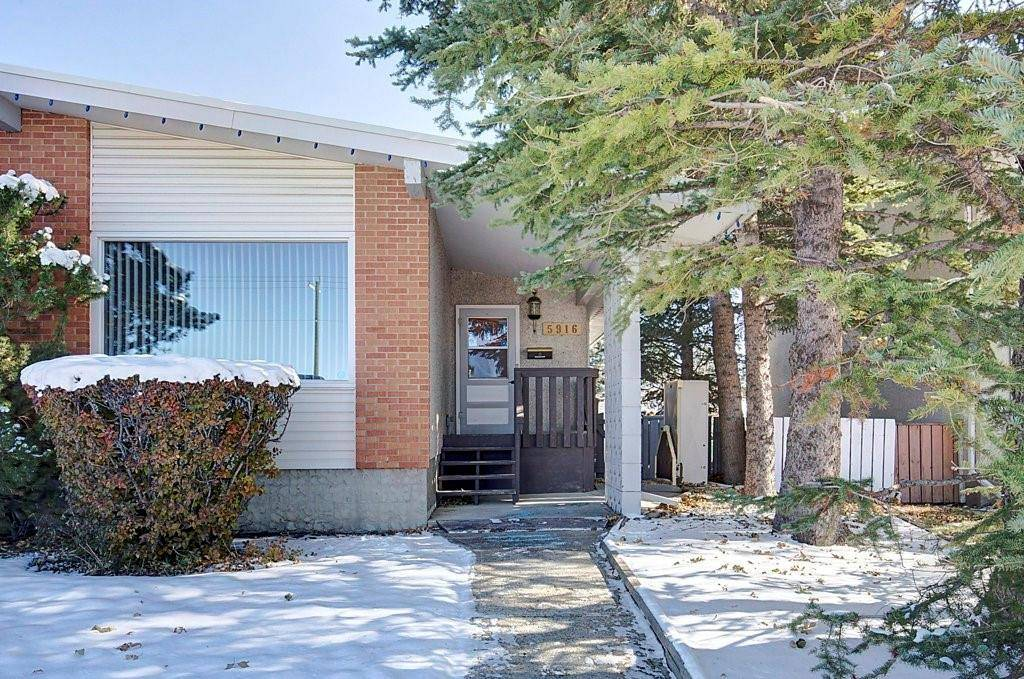 Townhouse for sale at 5916 37 St Sw Lakeview, Calgary Alberta - MLS: C4272489