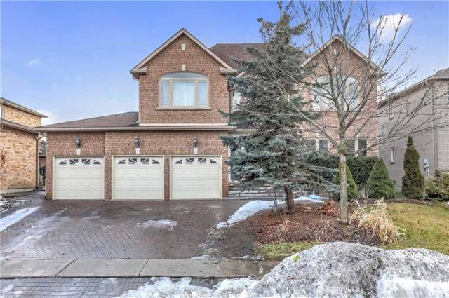 For Sale: 592 Lyman Boulevard, Newmarket, ON | 5 Bed, 5 Bath House for $1,799,000. See 15 photos!