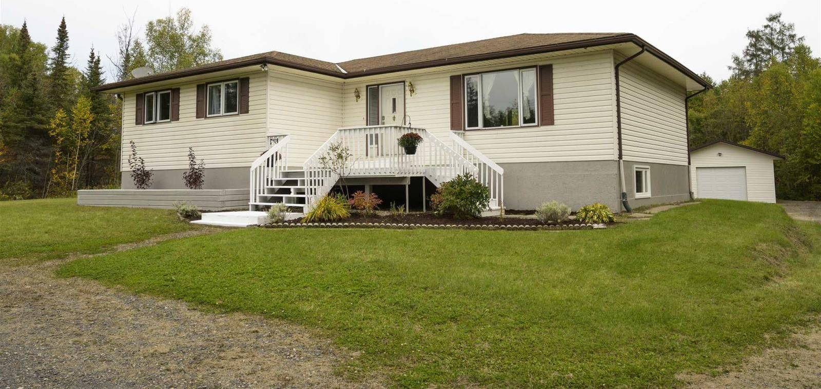 House for sale at 5924 Townline Rd Thunder Bay Ontario - MLS: TB193135