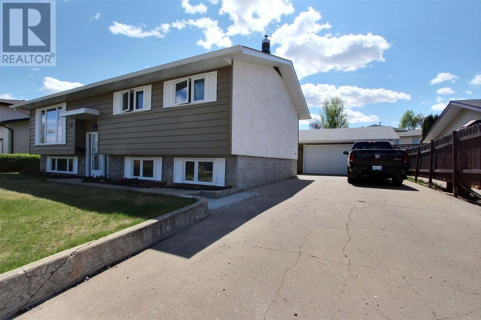 House for sale at 595 Bennett Dr Prince Albert Saskatchewan - MLS: SK810395