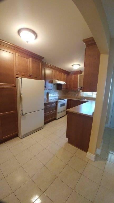 Apartment for rent at 2655 Gananoque Dr Unit 6 Mississauga Ontario - MLS: W4600454