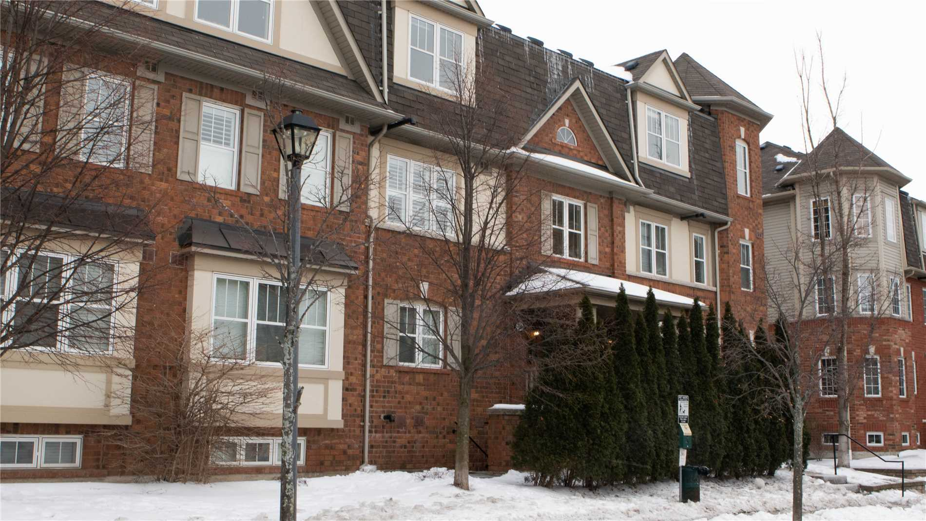 Buliding: 734 Neighbourhood Circle, Mississauga, ON