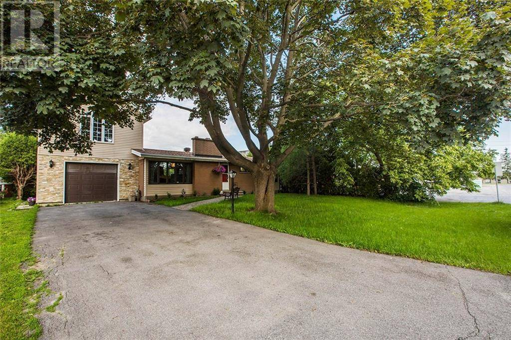 Home for sale at 6 Foothills Dr Ottawa Ontario - MLS: 1173876