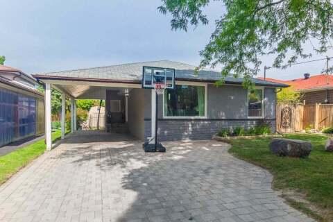 House for sale at 60 Manorglen Cres Toronto Ontario - MLS: E4910186
