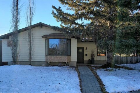 House for sale at 6003 Lewis Dr SW Calgary Alberta - MLS: A1059826