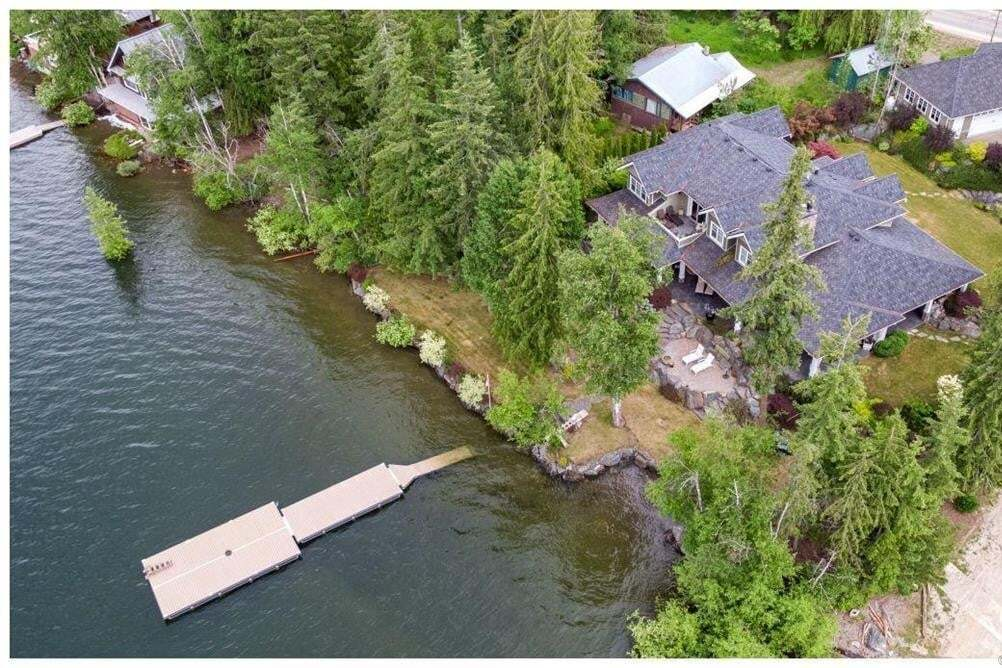 House for sale at 6007 Eagle Bay Rd Eagle Bay British Columbia - MLS: 10161207