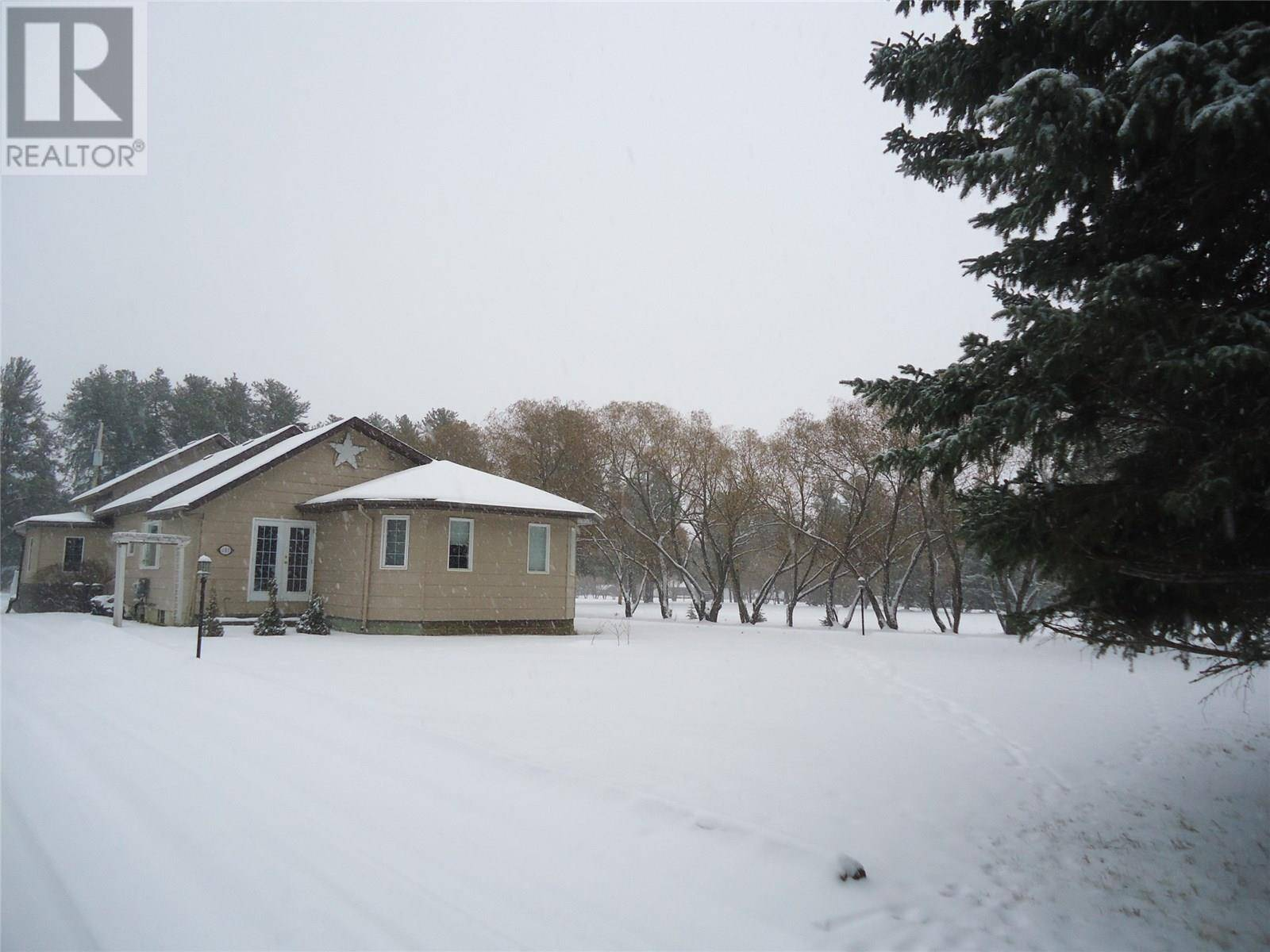 House for sale at 601 10th St N Nipawin Rm No. 487 Saskatchewan - MLS: SK768437