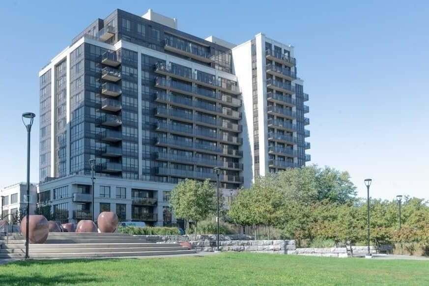 Metro Place Condos Condos: 55 De Boers Drive, Toronto, ON