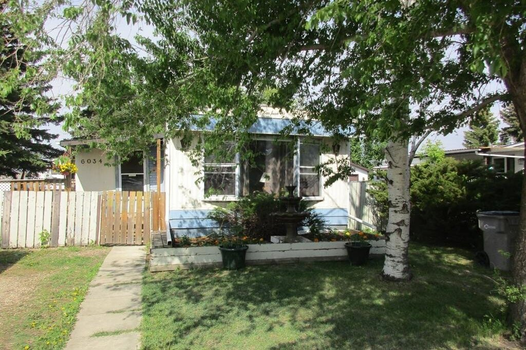 House for sale at 6034 Spruce Cres Stettler Alberta - MLS: CA0168579