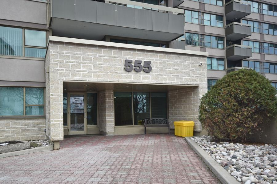 Buliding: 555 Brittany Drive, Ottawa, ON