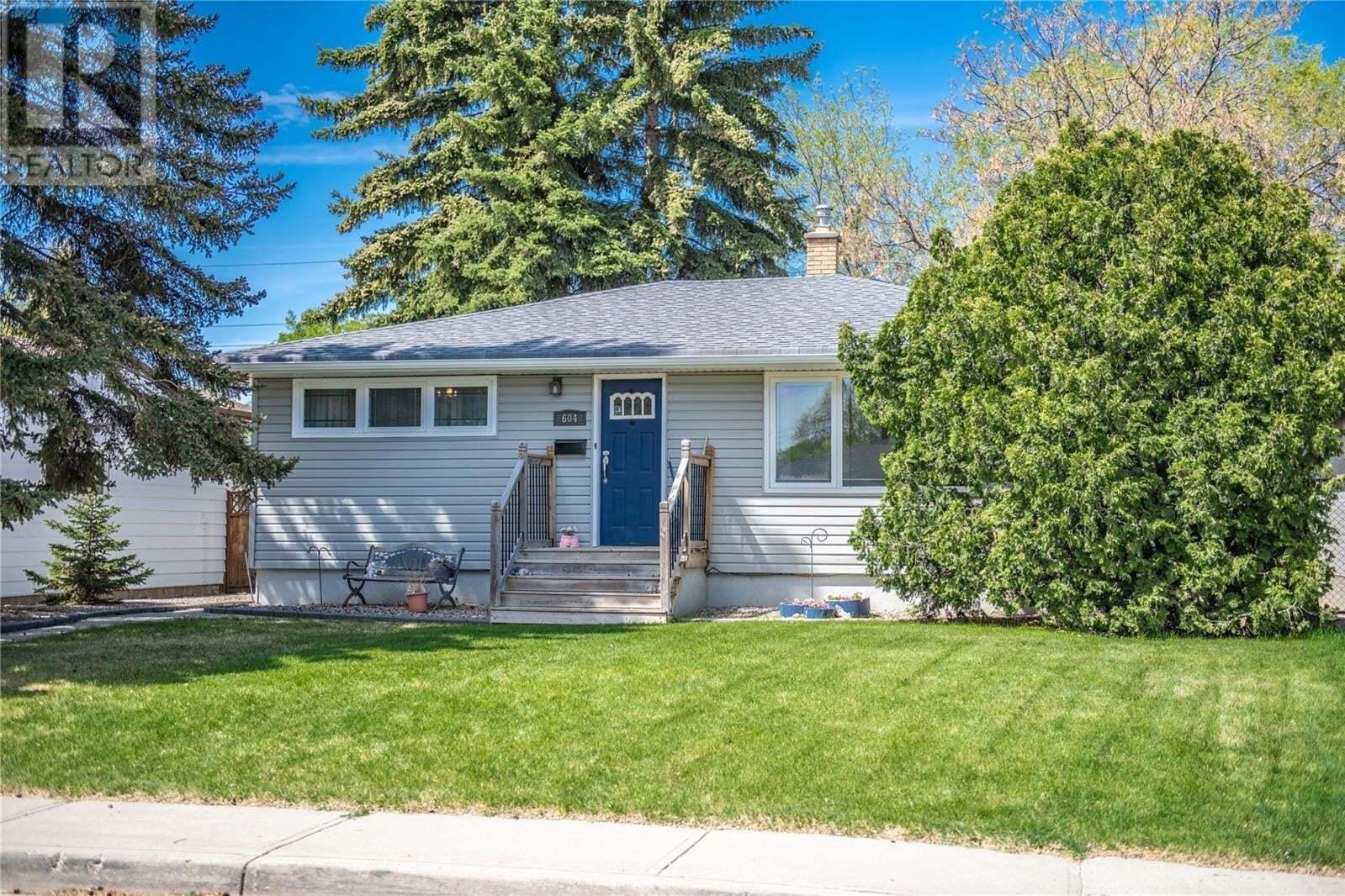 House for sale at 604 Forget St Regina Saskatchewan - MLS: SK809726