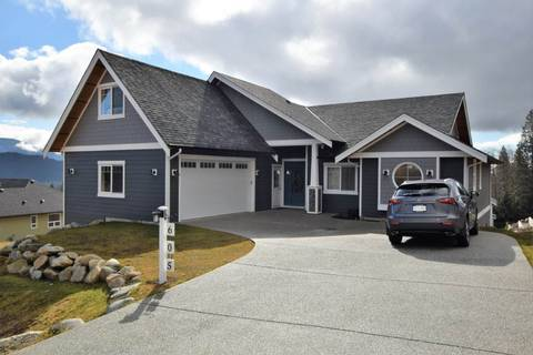 House for sale at 605 Woodland Ave Gibsons British Columbia - MLS: R2349182