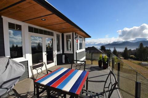 House for sale at 605 Woodland Ave Gibsons British Columbia - MLS: R2438437