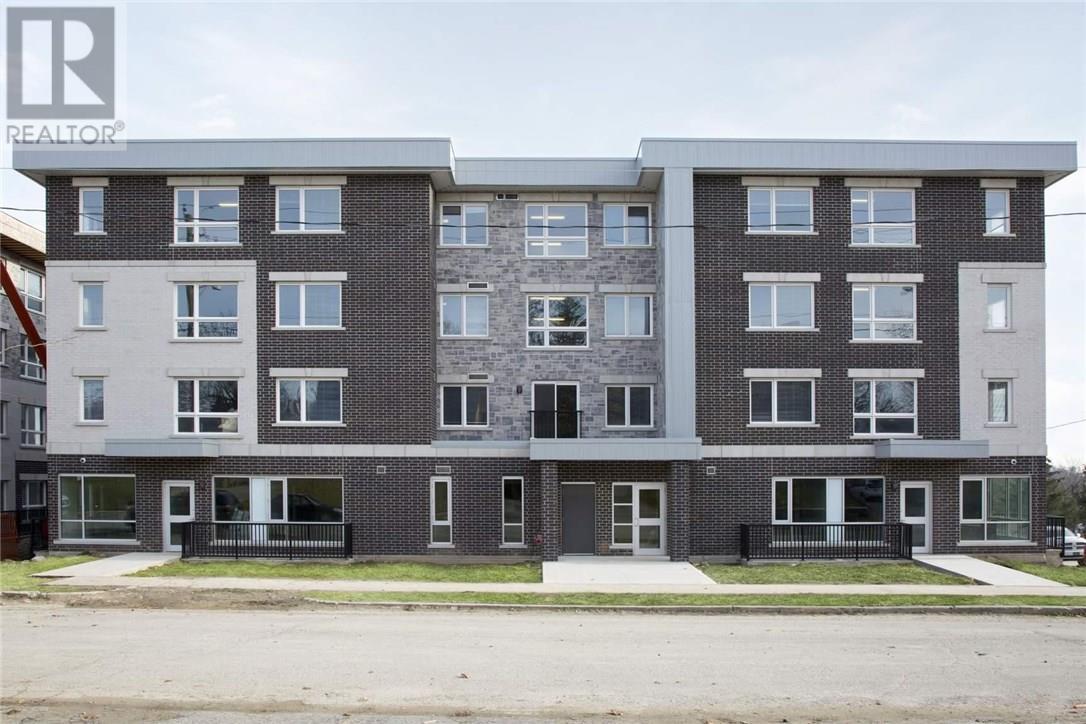 Buliding: 275 Larch Street, Waterloo, ON
