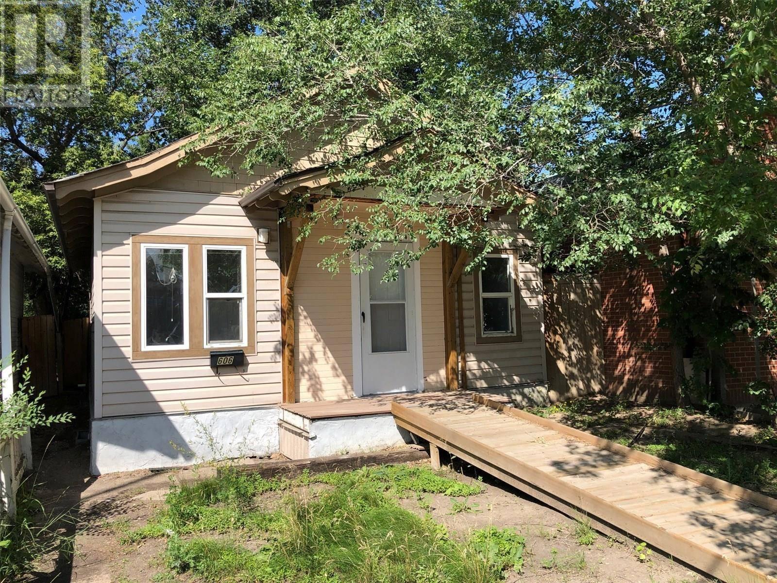 House for sale at 606 33rd St W Saskatoon Saskatchewan - MLS: SK783532