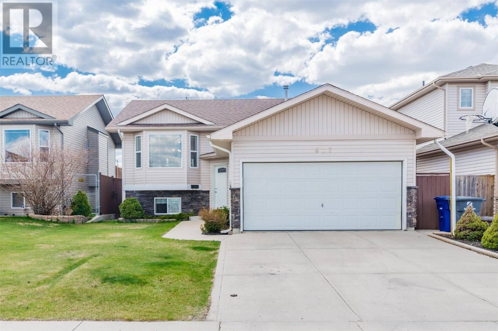 House for sale at 607 Overholt Cres Saskatoon Saskatchewan - MLS: SK772943