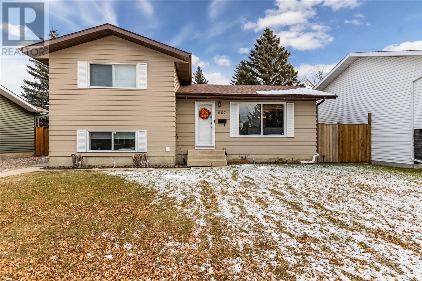 House for sale at 607 Priel Cres Saskatoon Saskatchewan - MLS: SK831306