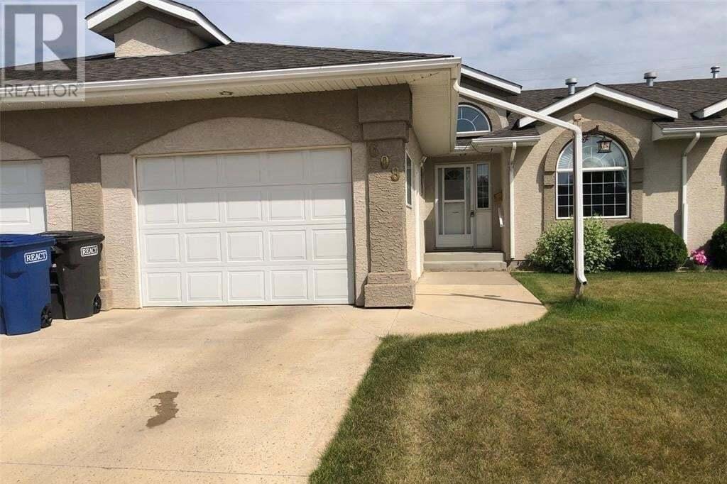Townhouse for sale at 608 10th St Humboldt Saskatchewan - MLS: SK828667
