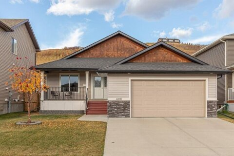 House for sale at 608 Sunrise Hl SW Turner Valley Alberta - MLS: A1040619