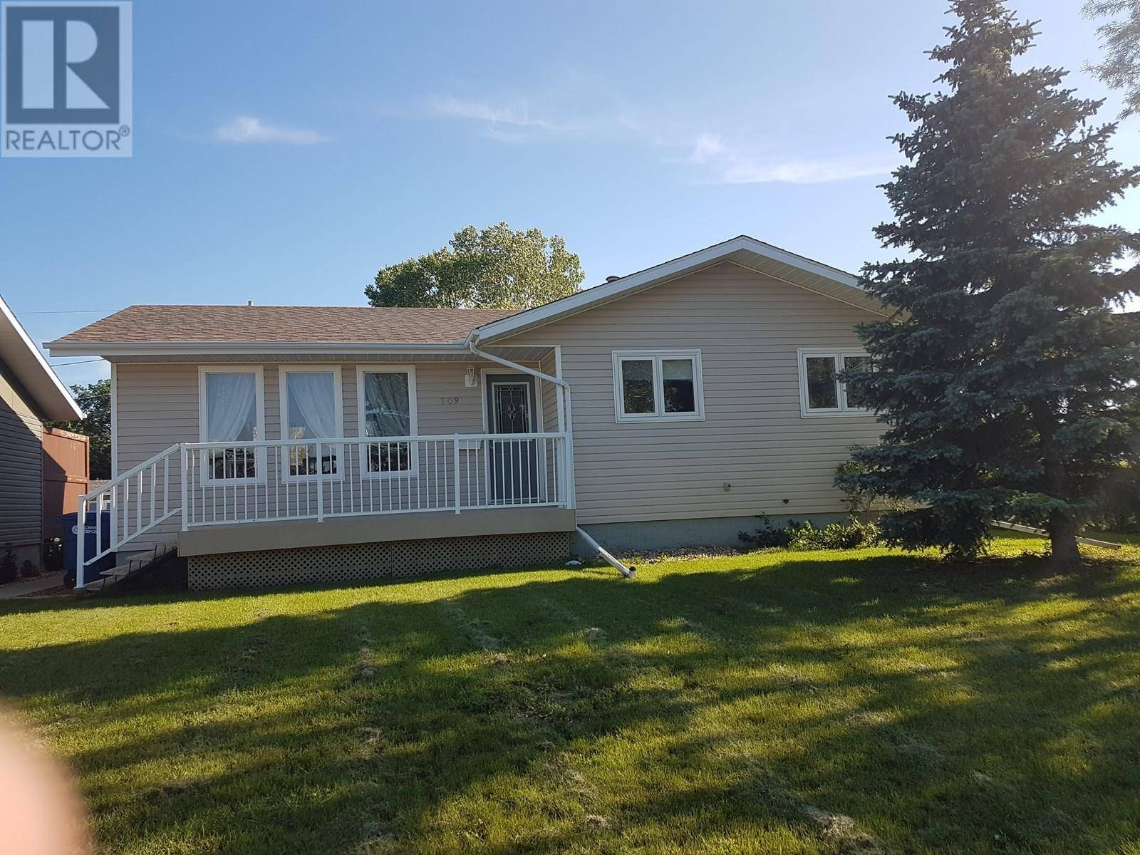 House for sale at 609 5th Ave W Assiniboia Saskatchewan - MLS: SK790383