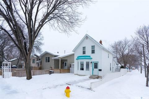 House for sale at 609 J Ave N Saskatoon Saskatchewan - MLS: SK798708