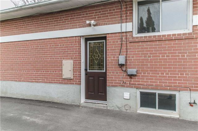 For Rent: 61 Aurora Heights Drive, Aurora, ON | 3 Bed, 1 Bath House for $1,650. See 14 photos!