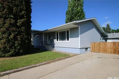 House for sale at 610 2nd Ave SE Swift Current Saskatchewan - MLS: SK777097