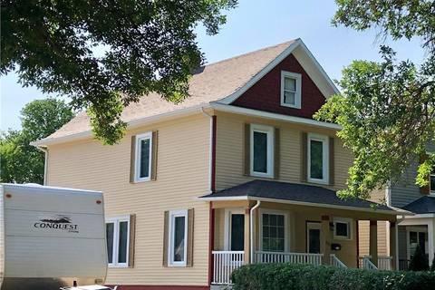 House for sale at 611 15 St S Lethbridge Alberta - MLS: LD0172898